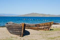在贝加尔湖的小船 库存图片