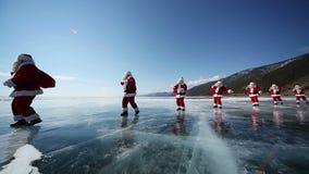 在贝加尔湖的旅行圣诞老人,使成环 影视素材