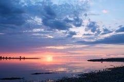 在贝加尔湖的日落在夏天 库存图片