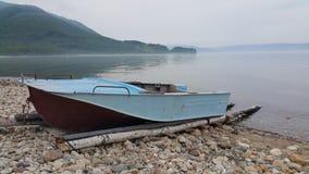 在贝加尔湖的渔船 免版税库存图片
