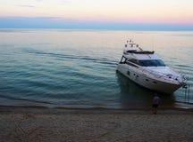 在贝加尔湖的游艇 库存图片
