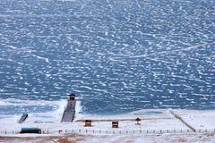 在冻贝加尔湖的码头在12月 免版税库存图片