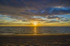 在贝加尔湖的美妙的日落 免版税库存图片