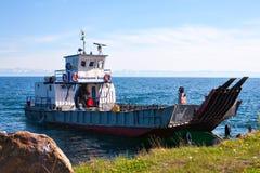 在贝加尔湖的轮渡 免版税库存图片