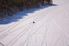 在贝加尔湖的雪上电车 免版税库存照片