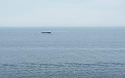 在贝加尔湖的水翼艇 库存照片