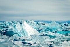 在贝加尔湖的水色冰 免版税库存图片