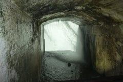 在从加拿大隧道的尼亚加拉瀑布后 免版税库存照片