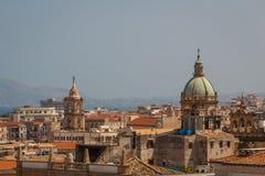 在巴勒莫的一个看法从大教堂,西西里岛的屋顶 库存照片