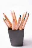 在黑匣子的多彩多姿的铅笔在白色背景 回到概念学校 免版税库存图片