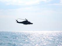 在直升机的杂技 Tirrenia,比萨,意大利, 9月11日, 免版税库存图片