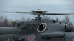 在直升机转动的螺丝的特写镜头  股票视频