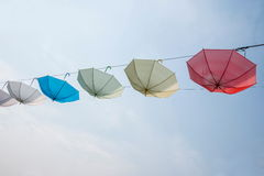 在巴南世界庭院风景的一系列的伞, 免版税库存照片