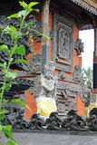 在巴厘岛印度寺庙的守护天使雕塑 免版税库存图片