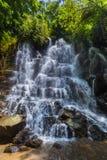 在巴厘岛印度尼西亚的Kanto Lampo瀑布 免版税库存照片