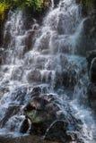 在巴厘岛印度尼西亚的Kanto Lampo瀑布 库存照片