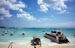 在巴厘岛海岛,印度尼西亚海的帆船  免版税图库摄影
