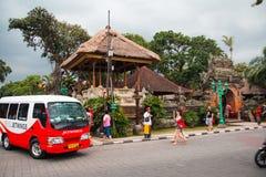在巴厘岛王宫前面 图库摄影