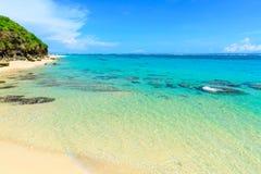在巴厘岛,印度尼西亚海岛上的热带海岸线  免版税库存图片