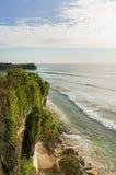 在巴厘岛,印度尼西亚的好的峭壁视图 库存图片