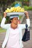 """2012年在巴厘岛,巴厘岛†""""10月17日:未认出的村庄妇女加州 免版税库存照片"""
