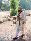 在1187年参加者在Hattin争斗垫铁的重建审阅阵营在竞选前在提比里亚, Israe附近 图库摄影