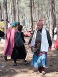 在1187年参加者在Hattin争斗垫铁的重建审阅阵营在竞选前在提比里亚, Israe附近 库存照片