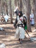 在1187年参加者在Hattin争斗垫铁的重建审阅阵营在竞选前在提比里亚, Israe附近 库存图片