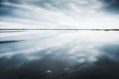 在水反映的天空 免版税库存图片