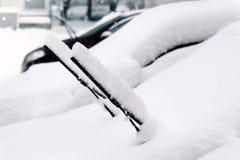在以后的汽车降雪 库存照片