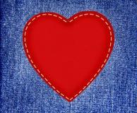 在织品牛仔裤的红色纺织品心脏在难看的东西样式 库存照片