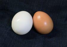 2在织品的鸡蛋 库存照片