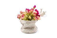在织品花瓶的玫瑰在白色 免版税库存照片