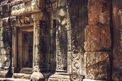 在吴哥城寺庙, Siemriep,柬埔寨的一个走廊 库存照片