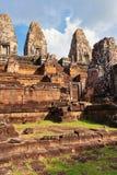 在吴哥窟复杂的古老佛教高棉寺庙 库存图片