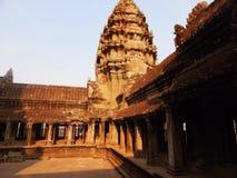 在吴哥窟日出的日出在吴哥窟寺庙在柬埔寨Apsara 免版税库存照片