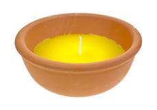 在黏土碗的大香茅油蜡烛 库存图片