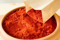 在黏土碗的红辣椒 库存照片