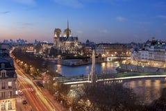 在巴黎圣母院的日出 免版税库存图片