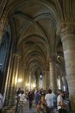 在巴黎圣母院里面的游人 库存照片