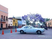 在1967年在镇利马Libre区V289制造和陈列的浅兰的Ford Mustang  库存照片