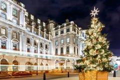 在2016年在滑铁卢地方,伦敦的圣诞树 库存照片
