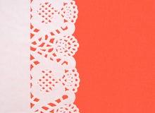 在织地不很细红色背景的欢乐背景白皮书小垫布 免版税库存照片