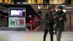 在驻地的高速火车`红色箭头`中止 股票录像