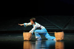 在从地面的一个秋天以后江西歌剧杆秤 免版税库存照片