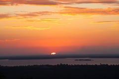 在水坝的日落 免版税库存照片