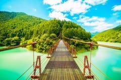 在水坝的桥梁 库存照片