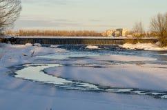 在水坝的风景日落 免版税库存照片