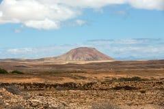 在费埃特文图拉岛的美丽的火山的山 加那利群岛tenerife 费埃特文图拉岛 免版税库存照片