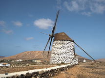 在费埃特文图拉岛的风车 库存图片